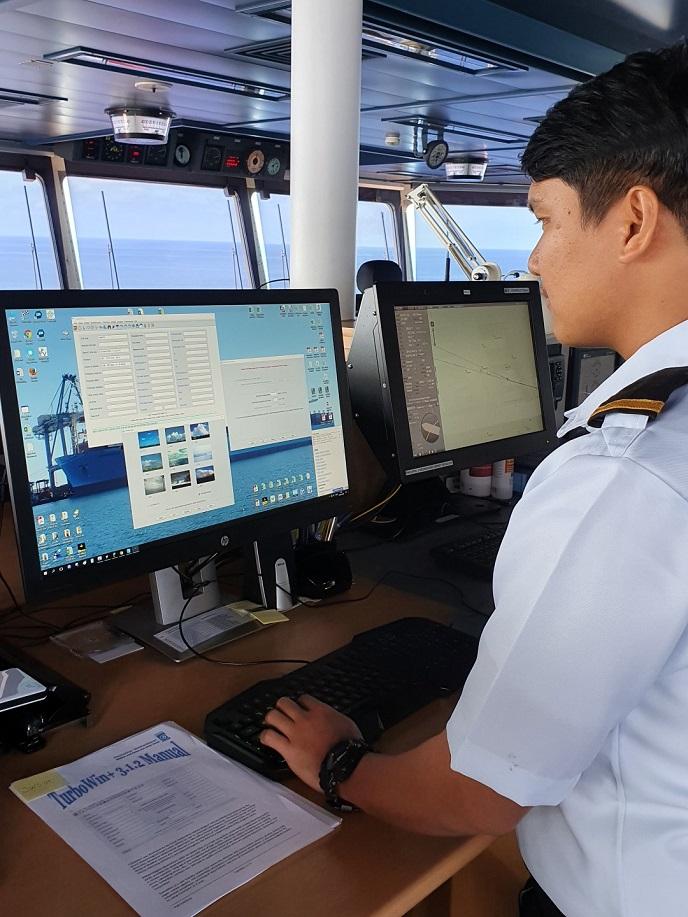 Ship Officer onboard Manila Mærsk recording and sending VOS observations