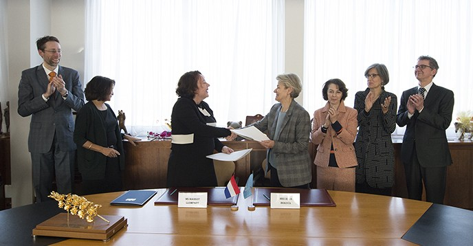 Signature ceremony, renewal of the agreement placing the International Groundwater Resources Assessment Center (IGRAC) under the auspices of UNESCO